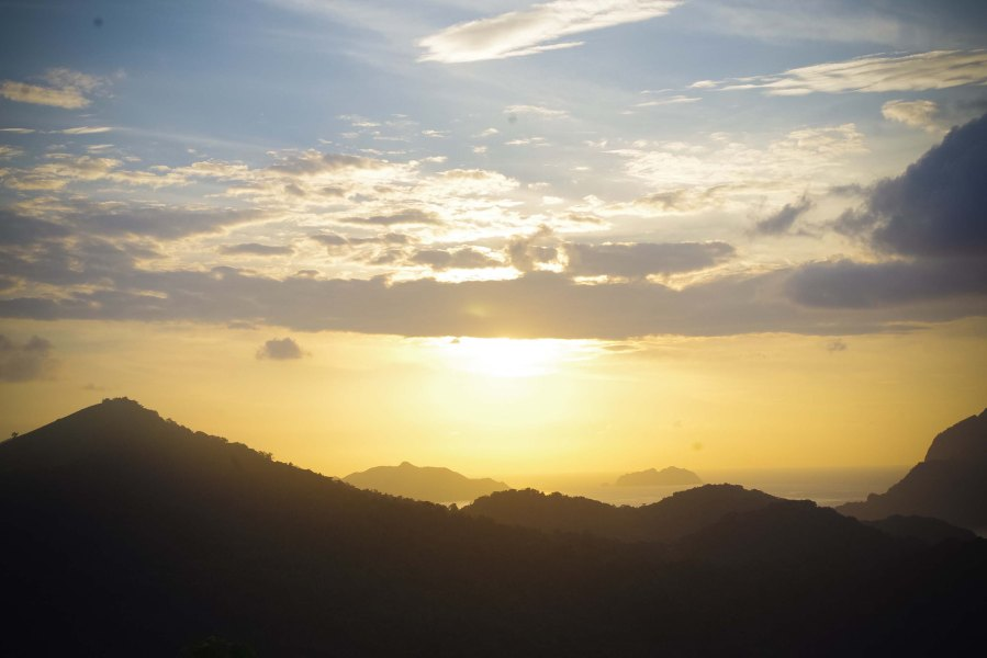 SUNRISE AT MT. TAPYAS. After completing 700 steps to the top, the view was pure magnificence. (Mae Obispo)