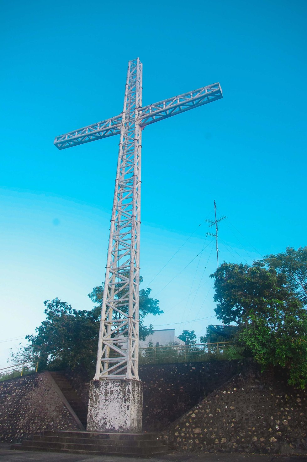 SYMBOL OF SUCCESS. When climbers see this cross up close, its an indication that they successfully managed to climb 700 steps to the top. (Mae Obispo)