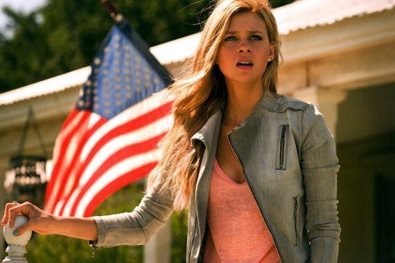 SINGLE EXPRESSION. This was the extent of Nicola Peltz's acting in Transformers: AGe of Extinction. Yes, she was perfectly made up throughout the movie.
